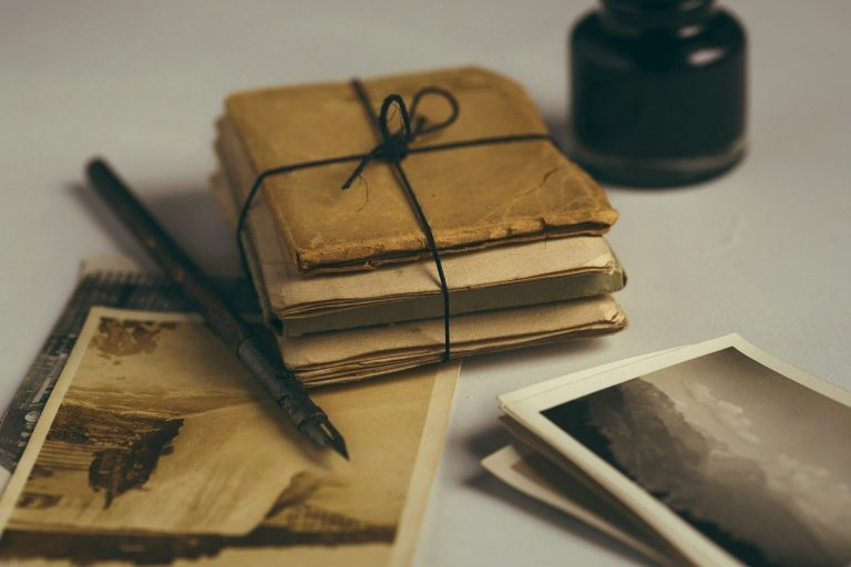 old-letters-1082299_1280
